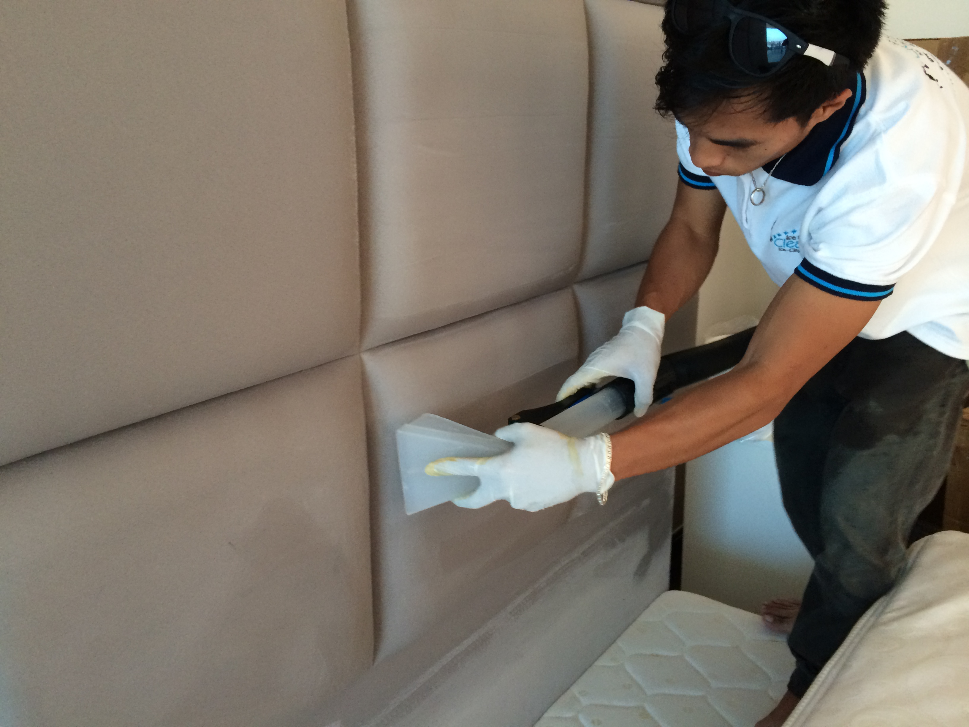 Sofa cleaning service